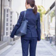 スーツをきれいに着こなそう!ぽっこりお腹と垂れたお尻に効くガードルの正しい履き方